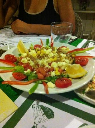 Bi Lokma Restaurant: Akdeniz Salatası :)