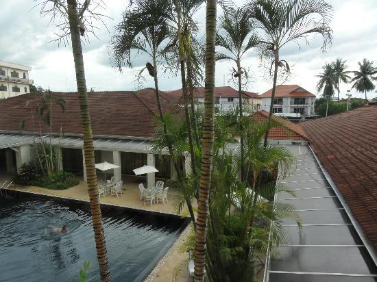 โรงแรม เมอร์เคียว เวียงจันทน์: 中庭のプールに面した部屋
