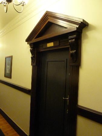 The Elliott Hotel: Old door mouldings