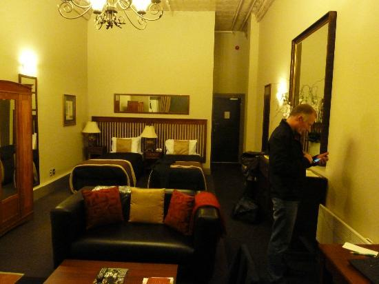 The Elliott Hotel: Room 217