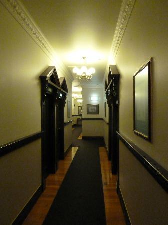 The Elliott Hotel: Hallway