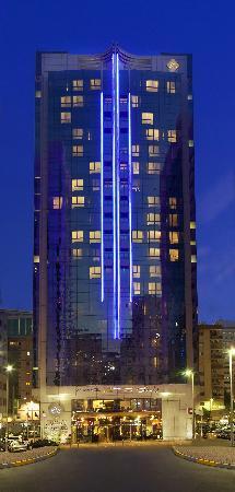 Al Manzel Hotel Apartments: Front facade