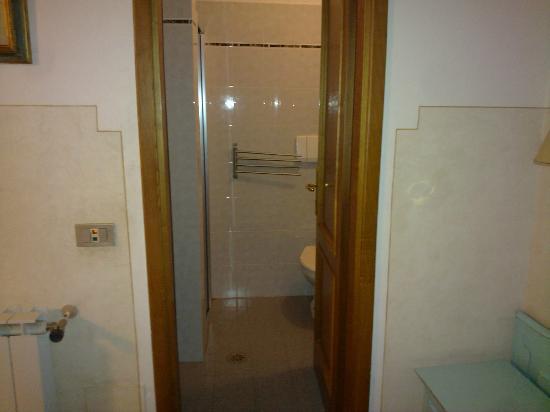 Hotel Duca D'Aosta: bagno con box doccia