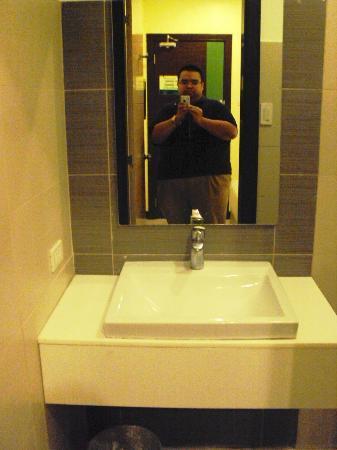 Go Hotels Tacloban: Sink