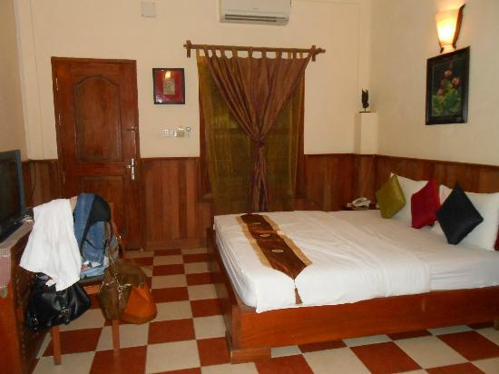 Kambuja Inn: Room