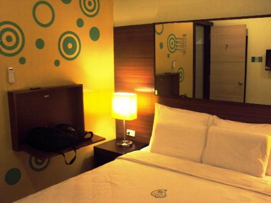 Go Hotels Tacloban: Pull out table