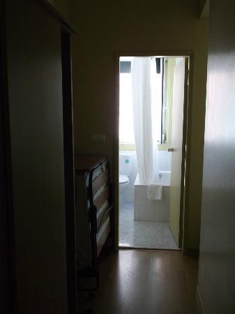 Residencial Milanesa: In de gang kledingkast en extra bed