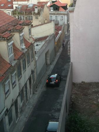 Residencial Milanesa: Uitzicht op zijstraat vanaf kamer 201