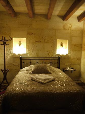 Safran Cave Hotel: Big bed.!!!