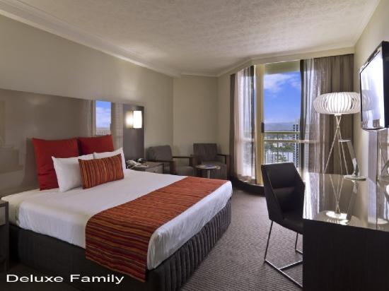 Hotel Grand Chancellor Surfers Paradise: Deluxe Family Main Room