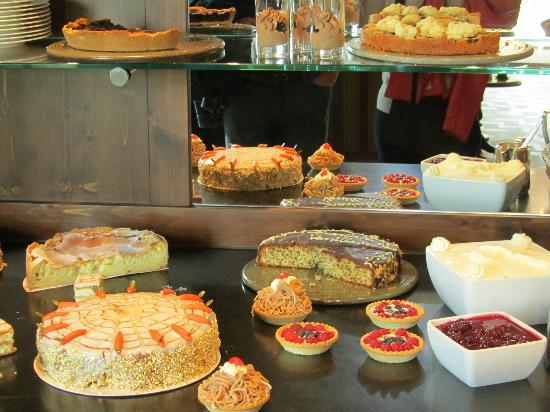 Wellness & Spa Hotel Ermitage: afternoon cakes buffet