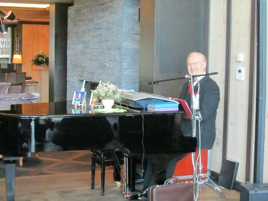 Wellness & Spa Hotel Ermitage: piano bar