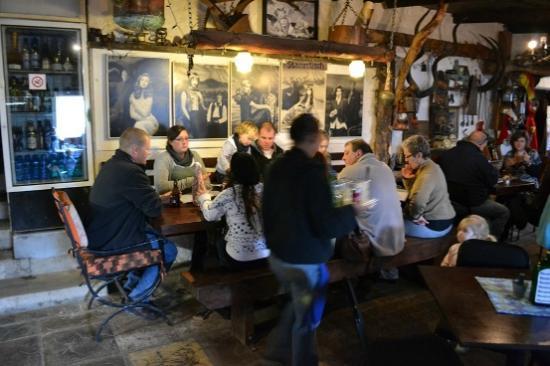 Im Eimer: Cozy restaurant