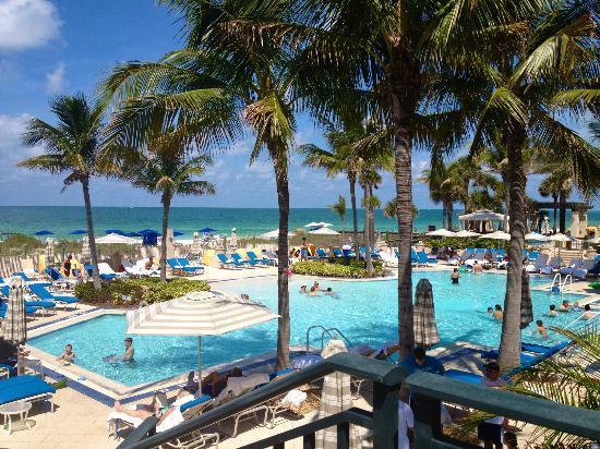 Beach club pool at midday picture of the ritz carlton for Ritz carlton sarasota
