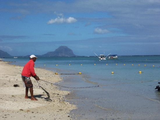 Pearle Beach Resort & Spa: Looking towards Le Morne,