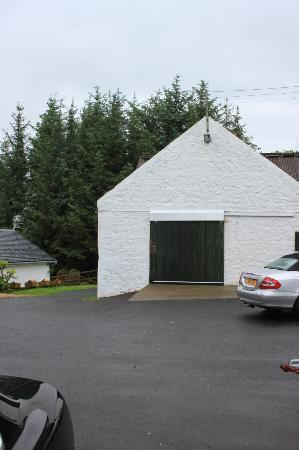 Kilmore Lodges: Front view from Rose Cottage