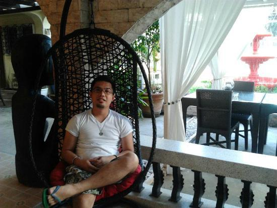 Island's Leisure Boutique Hotel and Spa - Dumaguete: Feeling like a King here :)