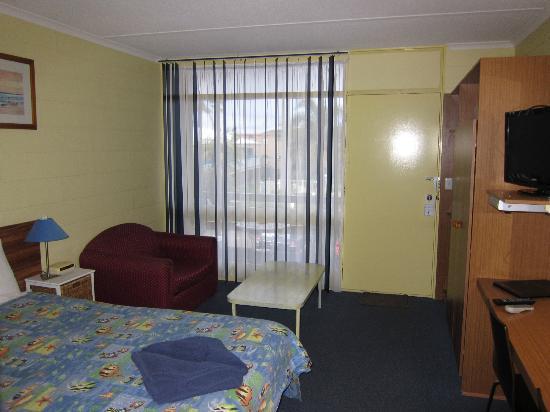 South Seas Motel: Entry