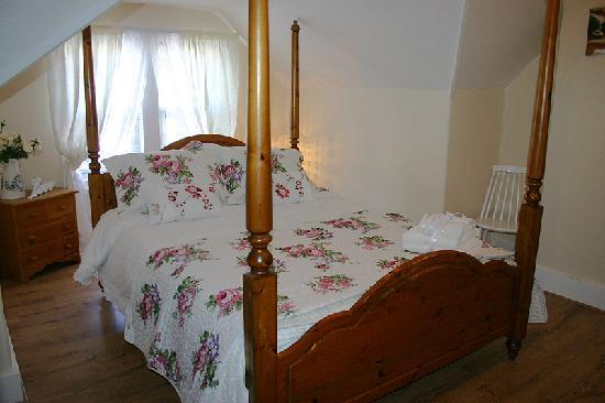 Beaches B and B: King size four poster bed