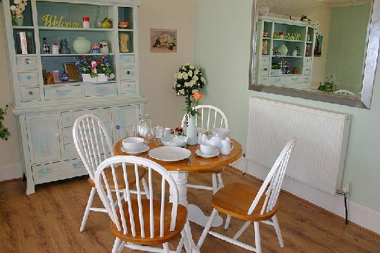 Beaches B and B: Dining room