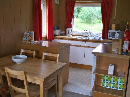 Airdeny Chalets: Kitchen & Dining Area.