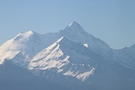LeCrans Hotel & Spa: Mountain view