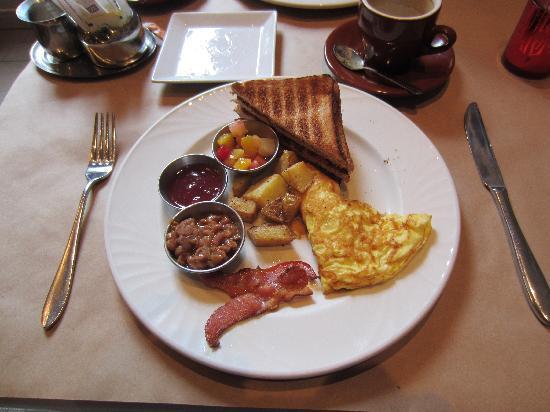 Auberge Place D'Armes: unappealing  breakfast