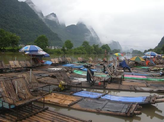 Yangshuo Private Tour-Day Tour : Bamboo Boat at Yulong River