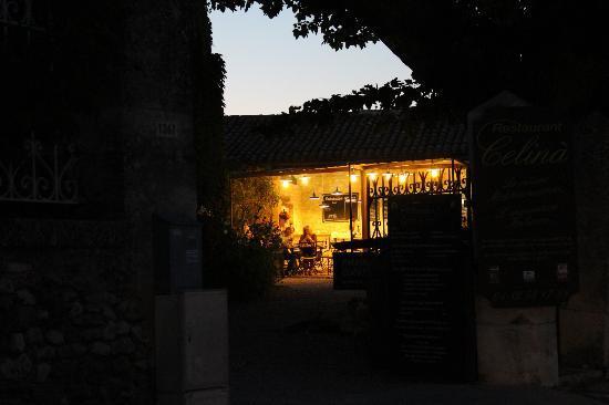 Restaurant Celina - Les Artisanales de Provence: la nuit tombe sur la Provence... quelle belle soirée