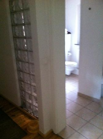 Castle Hotel Regensburg: bathroom and entry hall