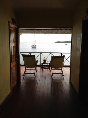 Bocas Inn: Upstairs center hallway looking towards the porch
