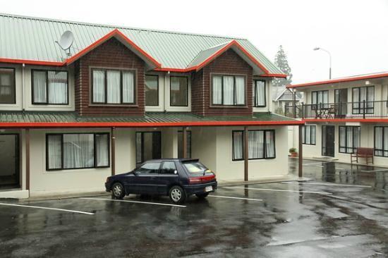 ASURE 755 Regal Court Motel: Courtyard