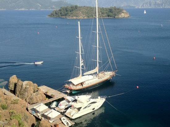 D Maris Bay: hotel boats for charter.