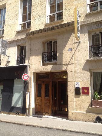Hôtel Opéra Maintenon : entrance to hotel