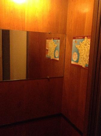 Hôtel Opéra Maintenon : tiny lift