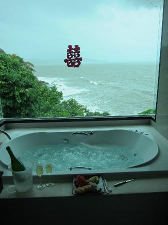 Crown Lanta Resort & Spa : Grand Villa bathroom