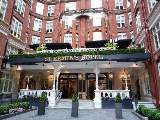 Read Hotel Reviews