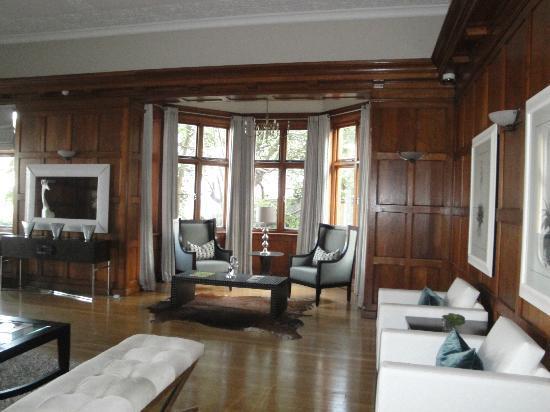 Upton Hall : Lounge