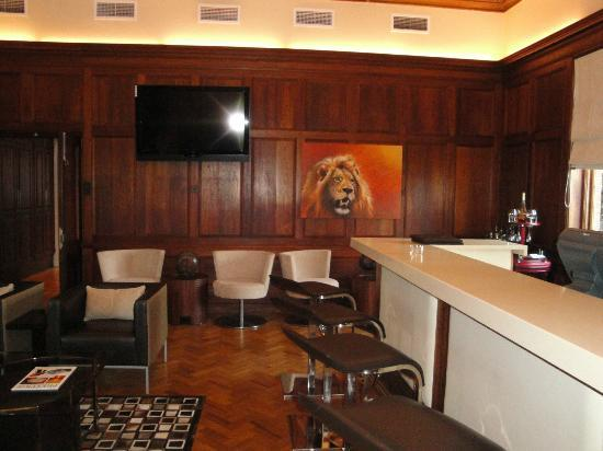 Upton Hall : cigar bar