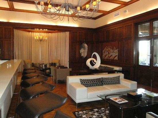 Upton Hall : cigarbar