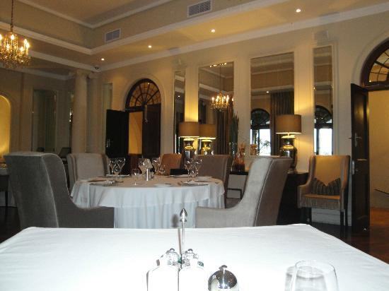 Upton Hall : dining room