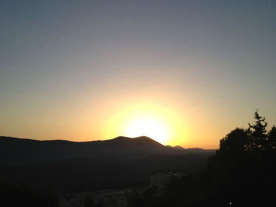 Rappeport Guest House: Sunset over Mt Meron from deck