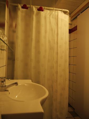 Hotel Les Loges : La douche