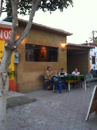 Napoli Pizza: mexican-style Neapolitan pizza al fresco-what's not to love?