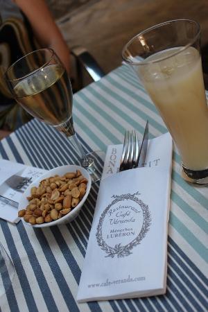 Cafe Veranda: C'est l'heure de l'apéro!