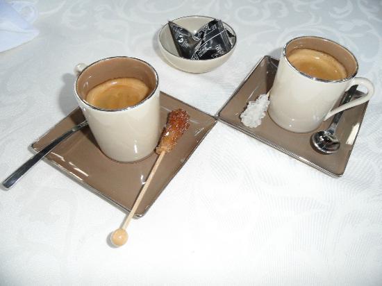 Le Coq Hardi: some more café