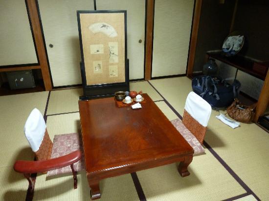 Sumiyoshi Ryokan: Room - daytime
