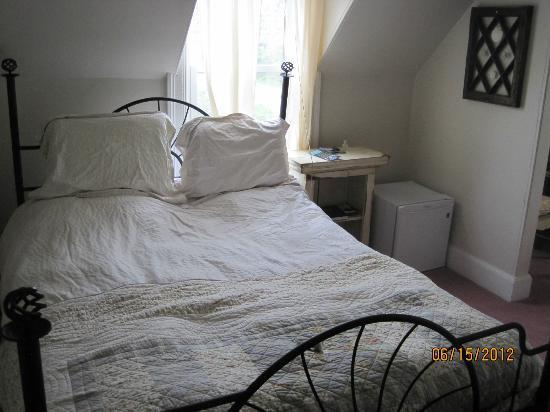 The Tourist Trap Shoppe Cafe Guest House: queen size bed, comfortable