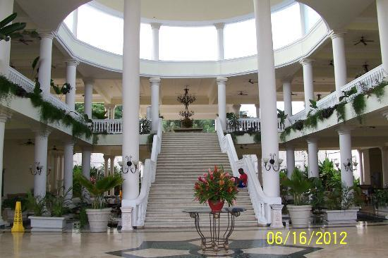 Grand Palladium Lady Hamilton Resort & Spa: Main lobby