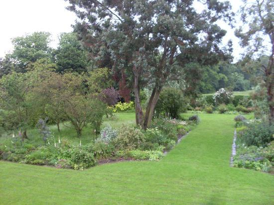 Orchards Retreat: Gardens